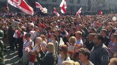 Manifestantes voltam às ruas para protestar contra o presidente de Belarus - Milhares de pessoas ocuparam o centro da capital, Minsk, e mais de 100 foram presas. Alexander Lukashenko está no poder há 26 anos e acaba de ser reeleito, mas a oposição afirma que houve fraude na eleição.