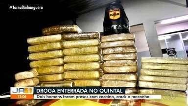 Polícia encontra drogas em quintal de casa, em Goiânia - Dois homens foram presos.