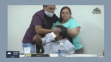 Confusão entre vereadores interrompe sessão da câmara em Elói Mendes - Confusão entre vereadores interrompe sessão da câmara em Elói Mendes