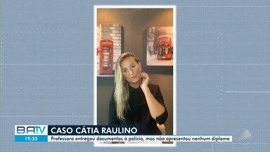 Professora investigada apresenta documentos mas nenhum comprova títulos - Cátia Raulino é acusada de plagiar trabalhos e de lecionar em curso de Direito sem possuir diploma.