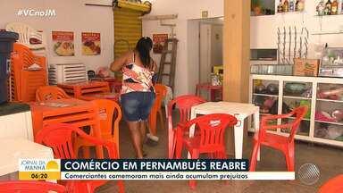Comerciantes de diversos bairros de Salvador falam sobre o reflexo da pandemia nas vendas - Em Águas Claras, que enfrenta medidas restritivas mais severas impostas pela prefeitura, moradores e empresários fizeram um protesto na terça-feira (1), pedindo a reabertura de lojas.
