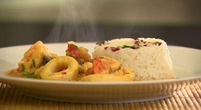 Hora do Rancho ensina a preparar uma caldeirada de frutos do mar - Com a ajuda de um convidado, Nicolle Januzzi dá dicas que fazem toda a diferença no preparo.
