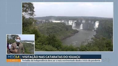 Feriado da Independência deve ser o mais movimentado em Foz desde o início da pandemia - Turistas visitam as Cataratas do Iguaçu.