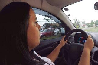De Ponta a Ponta - Bloco 2 - No segundo bloco, Debora Meneses fala sobre os carros adaptados para pessoas com deficiência – PCD.Conhecemos também um casal que decidiu morar e trabalhar dentro de um carro e ainda se aventurar na estrada.