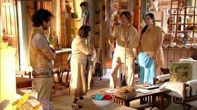 Lino pede a Veridiana sigilo sobre sua costura - Candinho e Dadá disputam para decidir quem vai vender a coberta