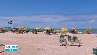 Sábado de sol atrai população para praias do litoral pernambucano - Em Boa Viagem, foi possível ver que muita gente usava máscara.