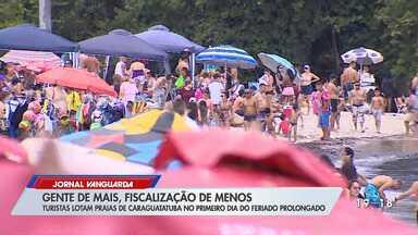 Praias da região ficam lotadas durante o primeiro dia do feriado prolongado - Flagrantes mostram pessoas próximas umas das outras e sem máscaras