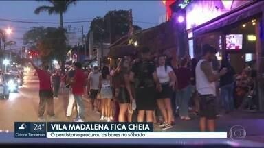 Vila Madalena fica cheia na primeira noite do feriadão - Neste sábado (5), o paulistano procurou os bares da Vila Madalena. Houve vários flagrantes de desrespeito às regras estabelecidas para a abertura destes locais, como aglomeração e pessoas sem máscara.