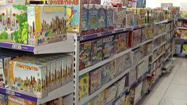 Com expectativa positiva para o Dia das Crianças, fábricas de brinquedo voltam a contratar - Embora ainda falte mais de um mês para a data, a Associação Brasileira dos Fabricantes de Brinquedos já comemora um aumento das vendas.