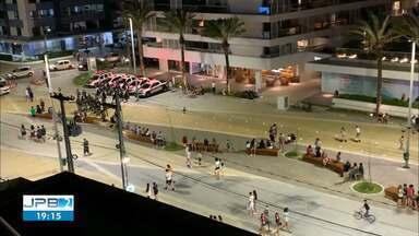Polícia Militar faz fiscalização na orla para evitar aglomerações, em João Pessoa - Veja como está a orla no início da noite deste sábado (05)