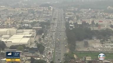 Manhã de engarrafamento nas vias expressas - Motorista precisou de paciência pra encarar o tráfego.