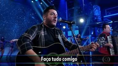 Bruno e Marrone cantam 'Dormir na Praça' - A dupla anima o público virtual no palco do 'Domingão do Faustão'
