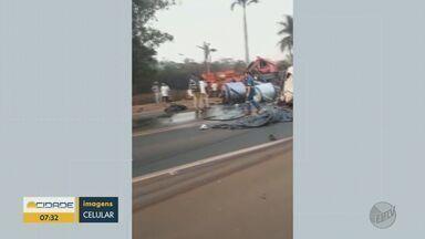 Motorista morre depois de batida entre dois caminhões em Pradópolis, SP - Outro condutor teve fraturas nas pernas.