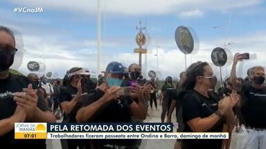 Profissionais do setor de eventos fazem protesto e pedem a retomada das atividades - Manifestação aconteceu na manhã de domingo (13), no trecho entre Barra e Ondina.
