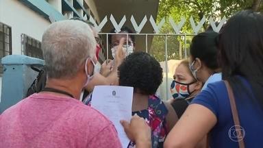 Retomada de atendimento presencial do INSS tem filas e reclamações pelo país - Instituto decidiu suspender perícias, um dos serviços que haviam sido considerados prioritários na reabertura das agências.