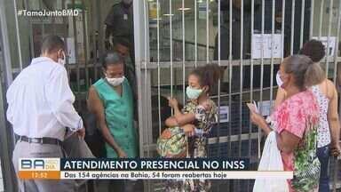 Baianos reclamam do atendimento do INSS no retorno das atividades, após seis meses fechado - Das 154 agências na Bahia, 54 foram abertas.