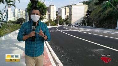 Motoristas andam em alta velocidade na Curva do Saldanha, em Vitória - O repórter Aurélio de Freitas foi até o local.