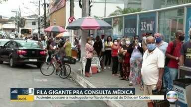 Hospital do Olho, em Caxias, tem fila imensa nesta quarta (16) - Muitos pacientes chegaram de madrugada atrás de uma consulta.