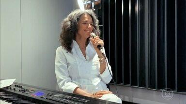 Simone canta 'Desesperar, Jamais' - Confira