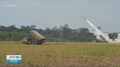 Equipamento de guerra 'Sistema Astros' é usado durante treinamento na 'Operação Amazônia' - Repórter Luciano Abreu acompanha as atividades.