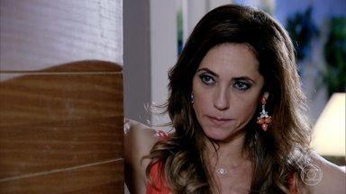 Tereza Cristina mente para o delegado - Paredes pergunta se a madame se encontrou com Ferdinand e ela afirma que nunca mais viu o ex-chefe da segurança do condomínio