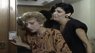 Capítulo de 30/04/1987 - Silvana diz a João Antônio que Ana Cláudia contratou Luiz Paulo para segui-lo. Francine descobre que a amiga com quem deixou as joias viajou e não deixou pistas de seu paradeiro.