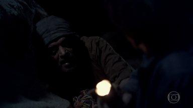 Cassiano e Duque tentam encontrar a saída do túnel - Eles decidem se separar em uma bifurcação