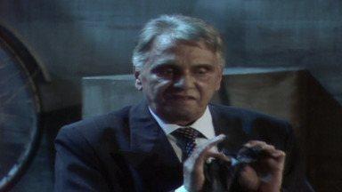 Capítulo de 20/04/1987 - Rafaela cuida dos preparativos do casamento da filha, Ana Cláudia. Hebert coloca dinheiro e um envelope com o nome de Rosemere no cofre do banco. João Antônio diz que ama Silvana.