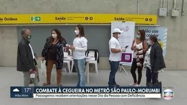 Conscientização no metrô sobre saúde ocular - Voluntários orientam passageiros sobre os cuidados com a visão. Ação vai até 14h na estação São Paulo-Morumbi da linha 4-Amarela do metrô.