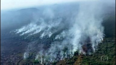 Apesar da chuva fraca em Mato Grosso do Sul, aumentaram os focos do incêndio - No domingo (20) foram registrados 22 focos de incêndio no estado e ontem, 71. A maioria na Serra do Amolar. Com a chuva da segunda (21), os bombeiros devem fazer um sobrevoo nesta terça (22) para verificar se os focos ainda permanecem.