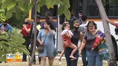 Protesto de motoristas e cobradores paralisa circulação de ônibus no Recife - Manifestação começou no ínicio da manhã desta segunda-feira (28). Muita gente precisou descer dos ônibus e seguir a pé para compromissos.