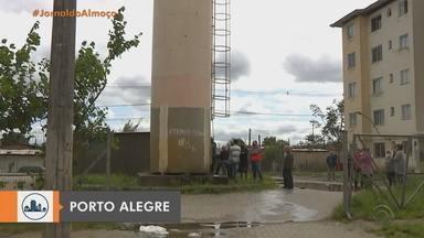 Risco de queda da caixa d'água evacua moradores de condomínio em Porto Alegre - Assista ao vídeo.