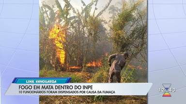 Bombeiros levam 17h para controlar fogo em área de mata no Inpe em Cachoeira Paulista - Incêndio começou no início da tarde deste domingo (27) e foi totalmente controlado às 6h desta segunda-feira (28). Inpe é responsável pelo monitoramento de focos de incêndio e desmatamento no país.