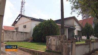 Antiga sede da APMI pega fogo em Cambé - Bombeiros também combateram fogo em um terreno da cidade.