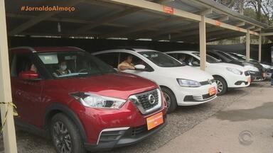 Debate dos candidatos à Prefeitura de Porto Alegre acontece no formato Drive-in - Cada candidato estava dentro do seu próprio carro, para manter o distanciamento social.