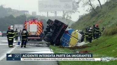 Acidente com caminhão-tanque interdita parte da Imigrantes - Caminhão-tanque tombou durante a madrugada e combustível vazou na altura de São Bernardo.