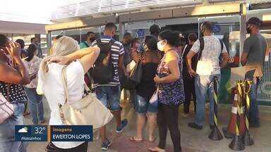 Moradores de Vespasiano enfrentam ônibus lotados na Estação Morro Alto - Eles denunciaram a situação, que acontece frequentemente.