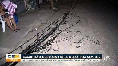 Caminhão derruba fios e deixa rua sem luz em Fortaleza - Saiba mais em g1.com.br/ce
