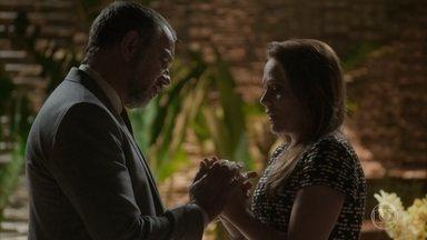 Lili diz a Germano que já sabe quem é o pai de seu filho - O empresário afirma que vai assumir o filho da esposa, independente de quem seja o pai