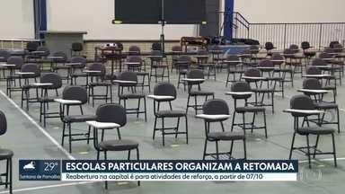 Escolas particulares de São Paulo organizam a retomada - Estudantes do ensino médio e da educação de jovens e adultos poderão voltar para a escola a partir do dia 07/10, para atividades de reforço. A.rede particular também está se preparando para o retorno.