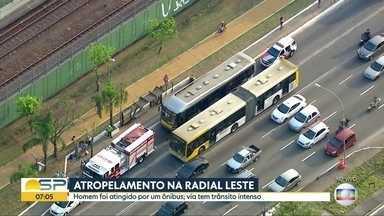 Atropelamentos em vias importantes complicam o trânsito em São Paulo - Pedestres foram atropelados na Radial Leste e na Avenida 23 de Maio. Congestionamento ficou intenso nas vias.