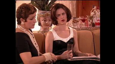 Capítulo de 11/11/2003 - Adriano ameaça chamar a polícia e se recusa a ir ao jantar oferecido por Mercedes. Zelda e Enrico saem juntos. Dalila e Johnny agarram Adriano, pensando ser Esteban.
