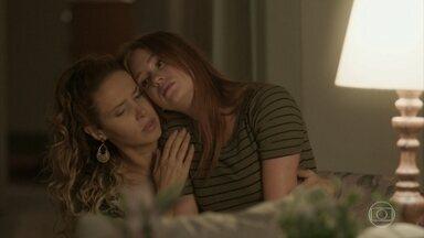 Eliza fica arrasada após terminar o namoro com Jonatas - A modelo pede colo a Gilda e chora. Hugo deixa mãe e filha a sós