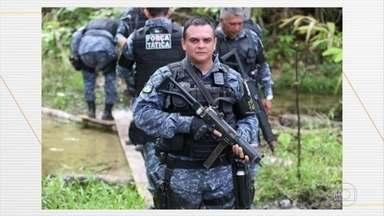 Polícia de Rondônia investiga o assassinato de dois policiais em fazenda, em Mutum-Paraná - A polícia de Rondônia está investigando o assassinato de dois policiais numa fazenda em Mutum-Paraná. A suspeita é que eles tenham sido atacados por invasores de terras.