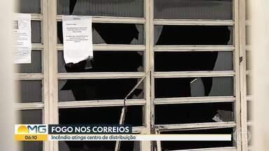 Incêndio atinge centro de distribuição dos Correios, em Belo Horizonte - Os bombeiros foram chamados e combateram as chamas.