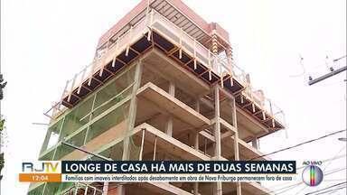 Famílias permanecem fora de casa após desabamento em obra de Nova Friburgo, no RJ - As duas famílias que tiveram as casas interditadas continuam morando em locais custeados pelo proprietário da construção.