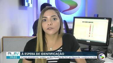 Corpo sem cabeça, pés e mãos é encontrado no Rio Paraíba do Sul, em Resende - Cadáver estava boiando às margens do rio, na altura do bairro Fazenda da Barra lll, em estágio avançado de decomposição, diz polícia.