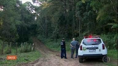 Polícia identifica corpos de três mulheres que estavam desaparecidas, em Curitiba (PR) - A polícia identificou os corpos de três mulheres encontrados num matagal na região metropolitana de Curitiba. Elas estavam desaparecidas desde quarta-feira.