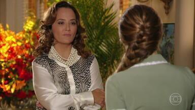 Guiomar decide convidar os pais de Ester para um jantar - A mãe de Alberto confronta o sogro, que é contra o jantar e faz um alerta para que Dionísio se comporte bem diante de Lindaura e Samuel