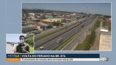 Feriado de bastante movimento nas estradas do Paraná - Na BR-376, o movimento de veículos deve ser maior até às 22h